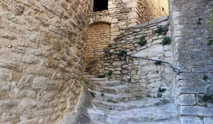 Village Crillon le Brave petite ruelle Visiter la Provence